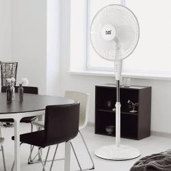 Cinque Ventilatori a piantana,  Arifi , 40W, bianchi, metallo e policarbonato bianco, Lba Home.