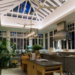Ventilatore da soffitto, Altus,132 cm, bianco lucido, pale acero, reversibile, ideale per hotel/bar/caffetterie, Moderfan.